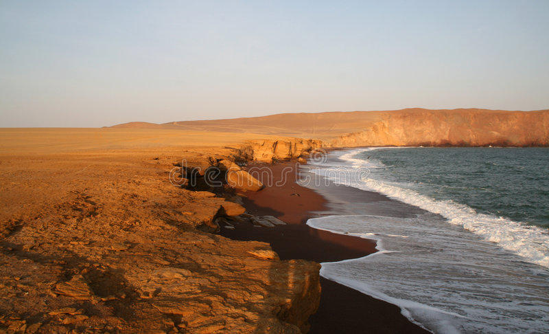 海滩秘鲁红色 免版税库存图片