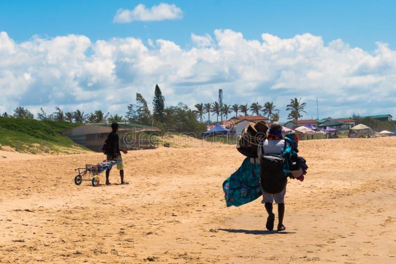 海滩纪念品卖主在莫桑比克 免版税图库摄影