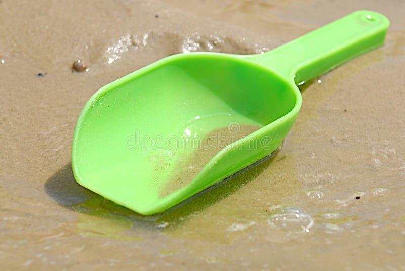 海滩绿色塑料瓢玩具 库存图片