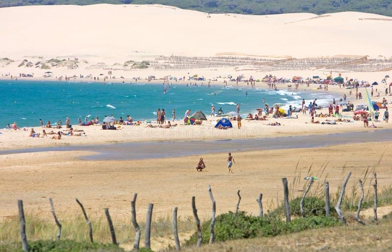 海滩美丽的含沙南西班牙tarifa 免版税库存照片