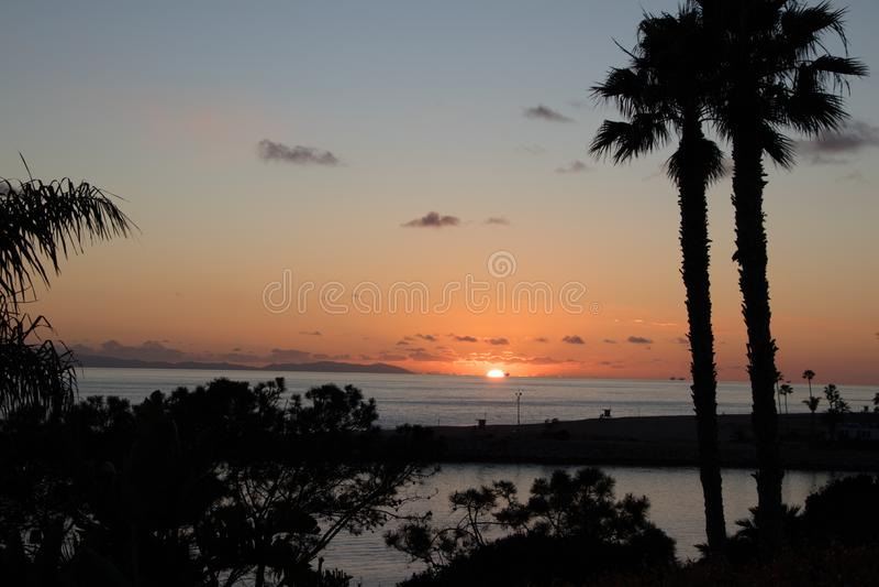 海滩美好的日落 免版税库存照片