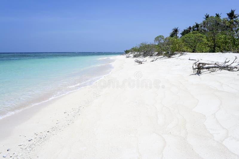 海滩荒岛沙子白色 免版税库存照片