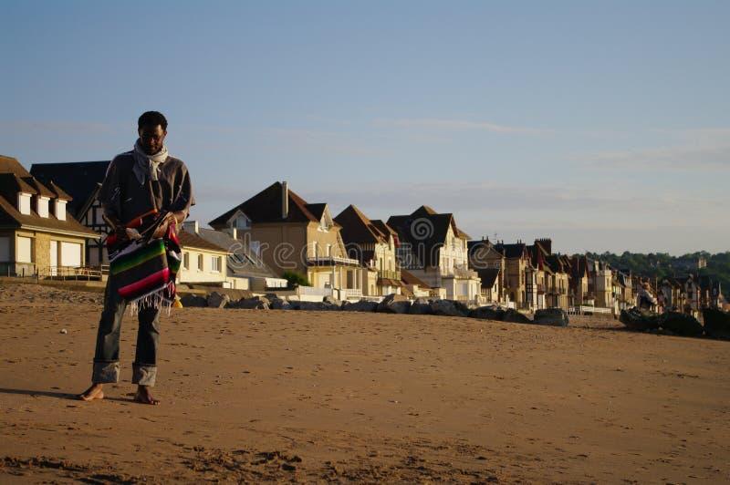 海滩诺曼底海边turist 库存图片