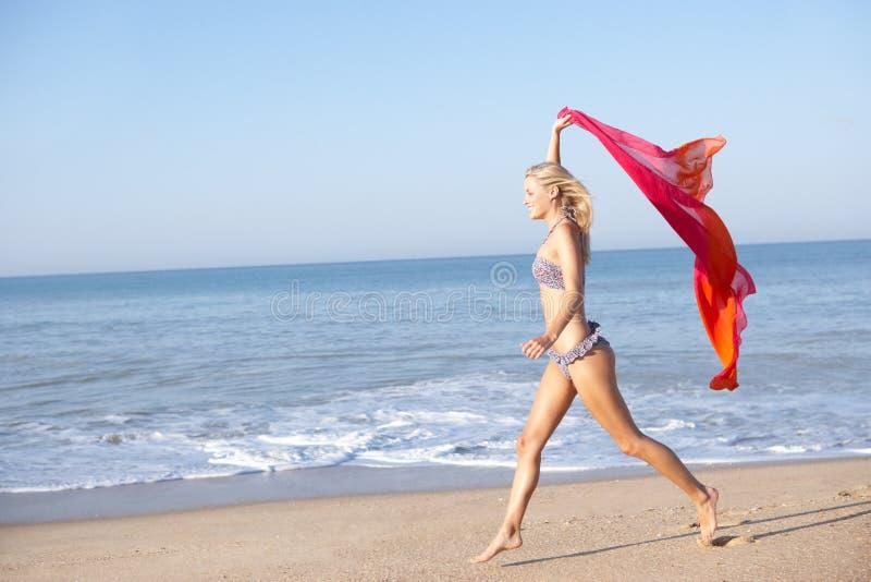 海滩连续妇女年轻人 库存照片