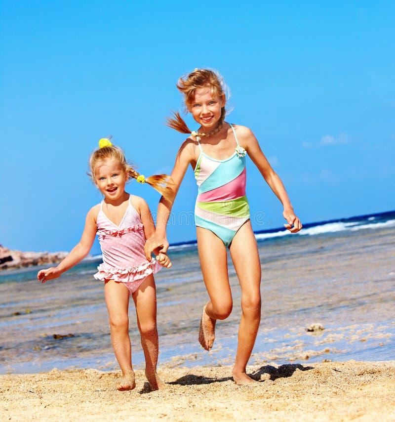 海滩递藏品孩子运行 库存照片