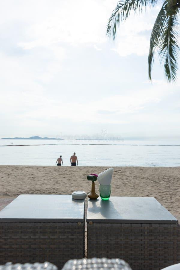 海滩酒吧用热带水果 最佳的片刻在芭达亚,泰国 库存图片