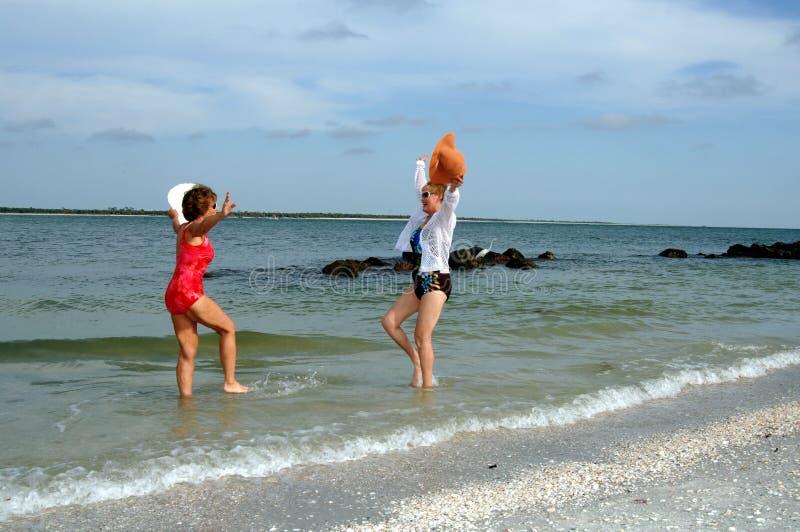 海滩高级假期妇女 库存图片