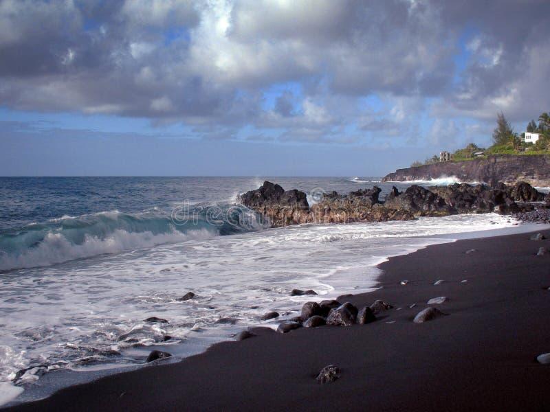 海滩黑色夏威夷沙子 库存图片