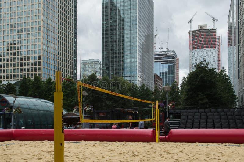 海滩齐射球法院在金丝雀码头 免版税库存照片