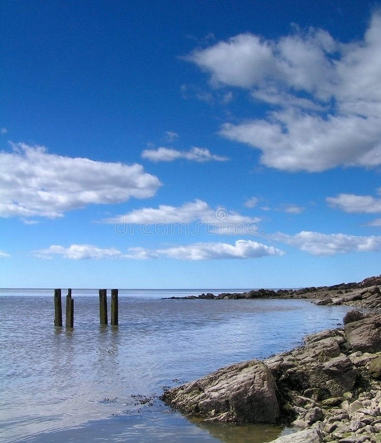 Download 海滩 库存图片. 图片 包括有 岩石, 节假日, 云彩, 横向, 闪闪发光, 乡下, 天空, lancashire - 194023