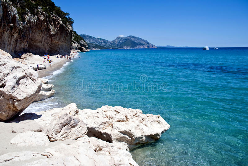 海滩cala月神撒丁岛 免版税库存照片