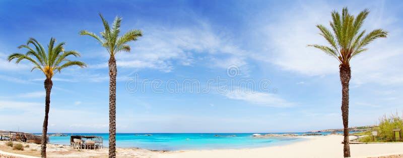 海滩els formentera pujols绿松石水 库存图片
