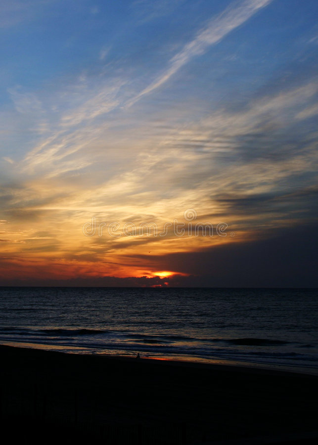 海滩Emerald Isle日出 免版税库存图片