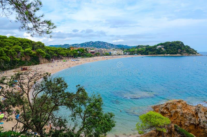 海滩Fenals,略雷特德马尔,布拉瓦海岸,西班牙美好的顶视图  库存图片