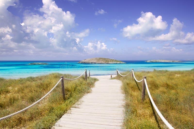 海滩formentera方式的illetas天堂 库存图片