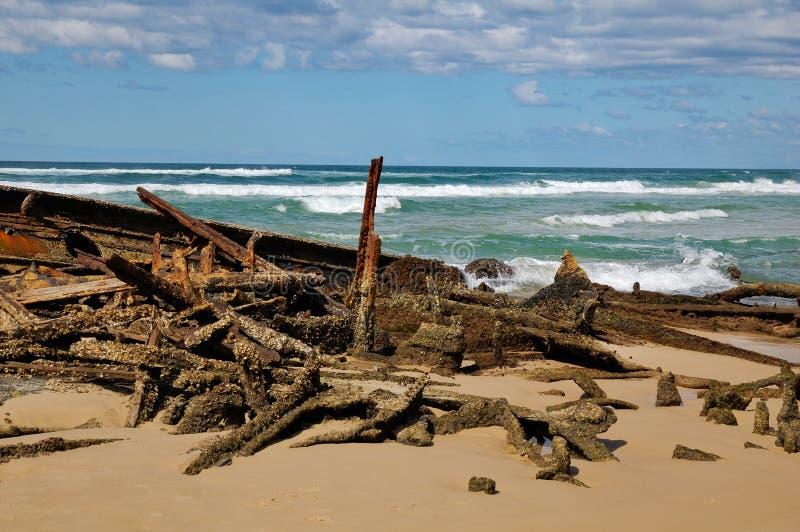 海滩fraser海岛船击毁 库存图片