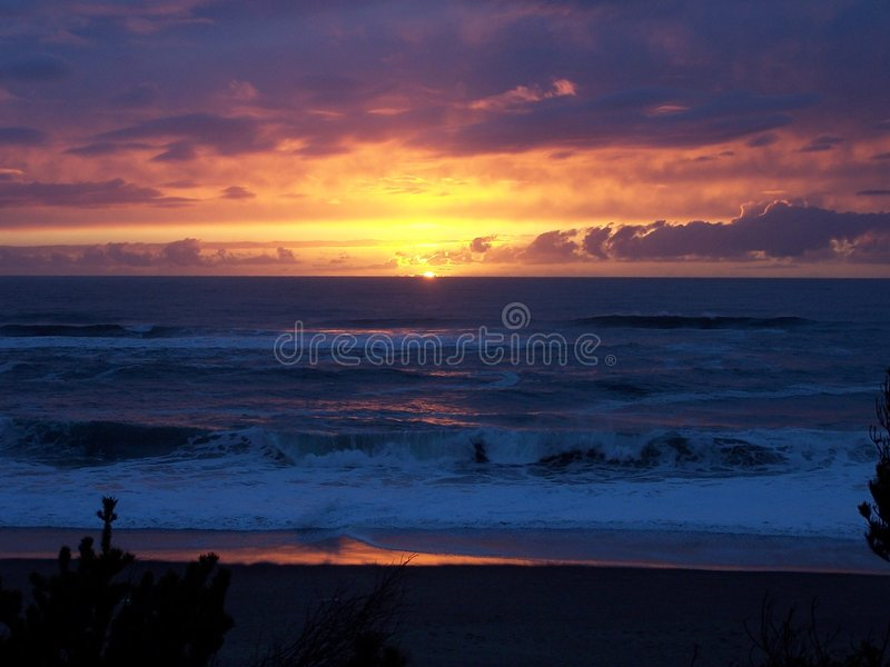 海滩gleneden少见日落 免版税库存照片