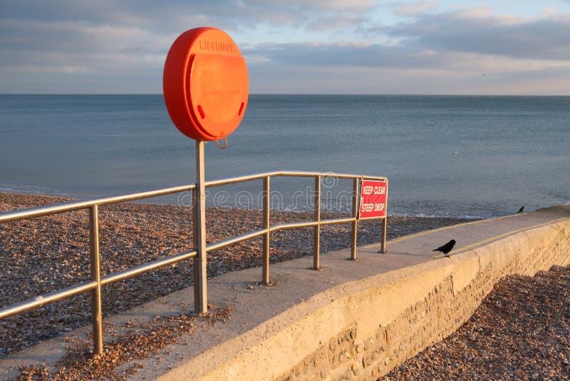 海滩groyne lifebuoy警告 免版税库存图片