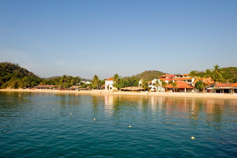 海滩huatulco墨西哥场面 库存照片