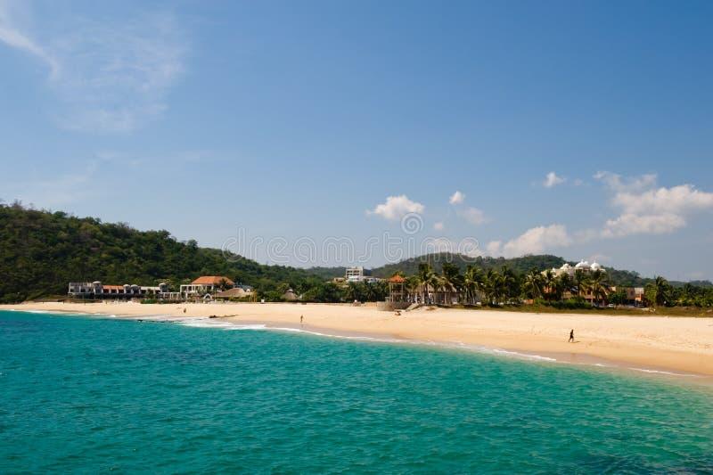 海滩huatulco墨西哥场面 图库摄影