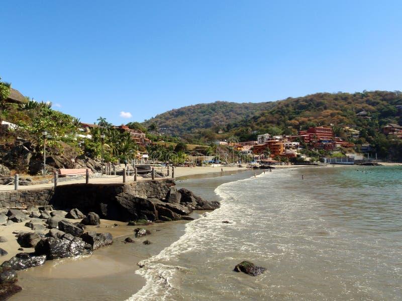 海滩la playa ropa zihuatanejo 免版税库存照片