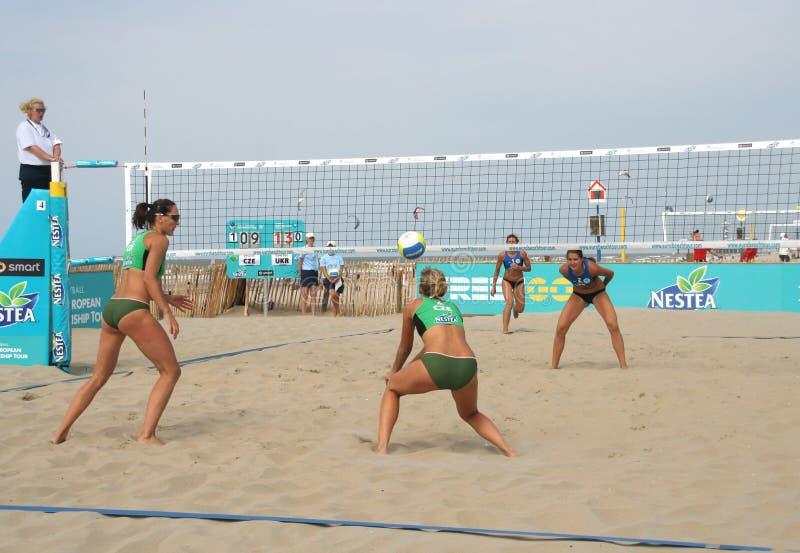 海滩s排球妇女 库存图片