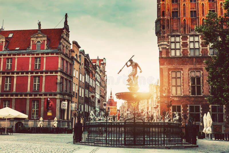 海王星雕象和老镇建筑学在格但斯克 免版税库存照片