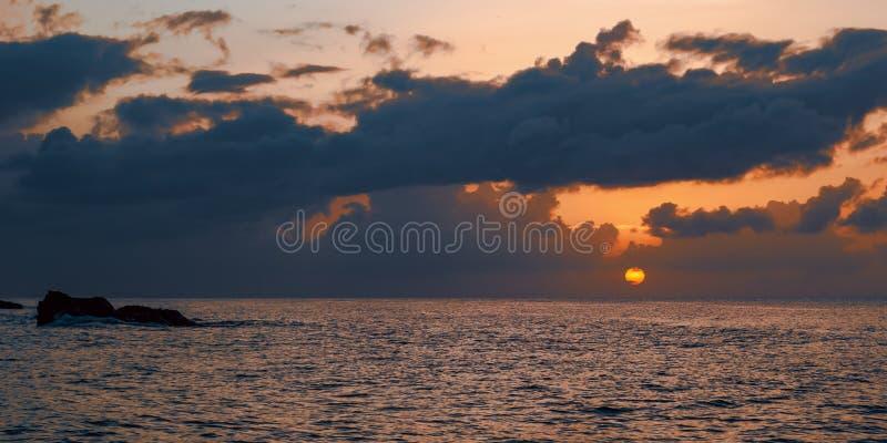 海的日落全景和天际在多巴哥加勒比 库存图片