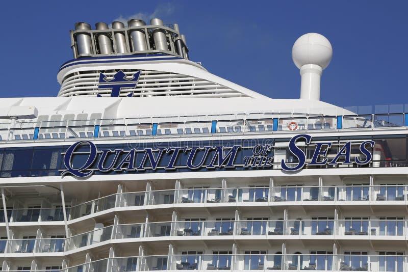 海的最新的皇家加勒比游轮Quantum靠了码头在海角自由巡航口岸在就职远航前 免版税库存图片