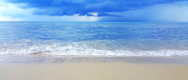 海的波浪沙子海滩的 免版税库存图片