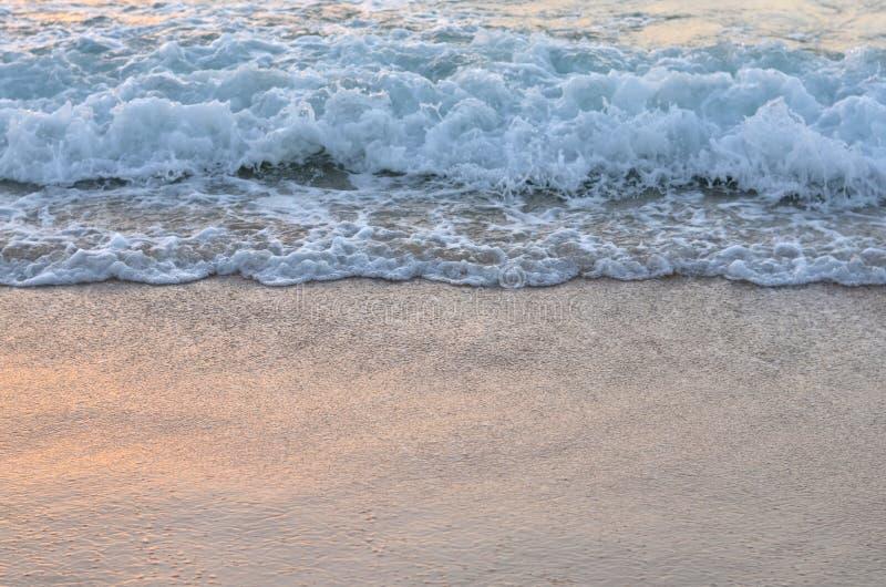 海的波浪海滩的 库存图片