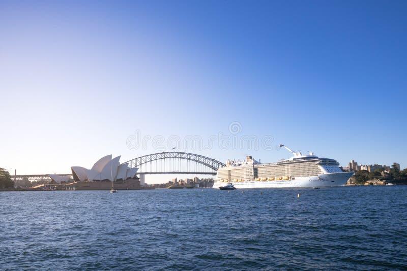 海的热烈的欢迎,在Austra根据的最大的游轮 图库摄影