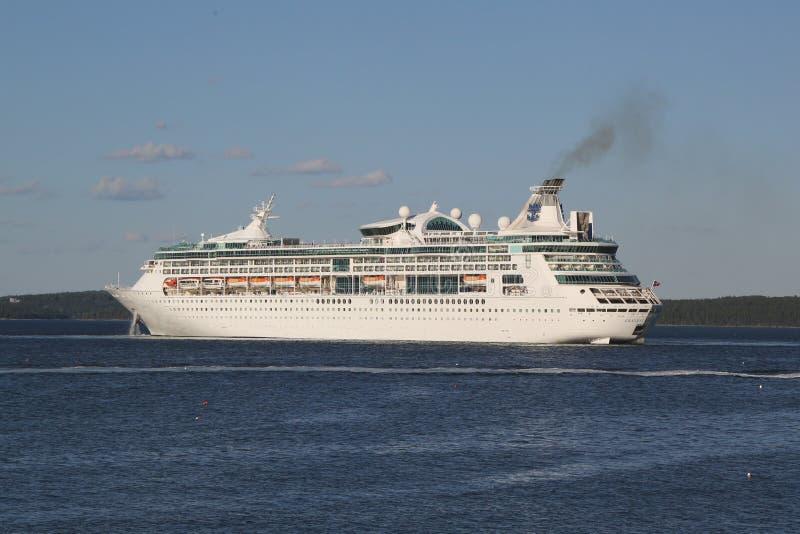 海的皇家加勒比游轮伟大在巴港,缅因 库存照片