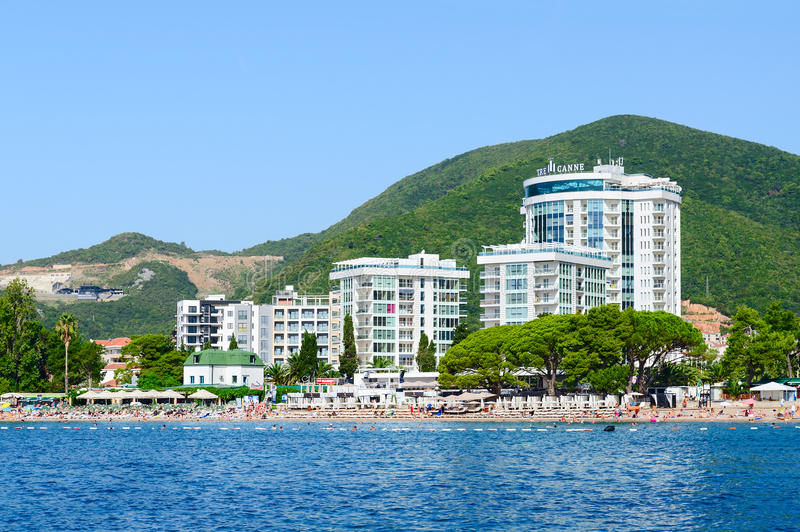 从海的看法斯拉夫的海滩的在布德瓦,黑山 图库摄影