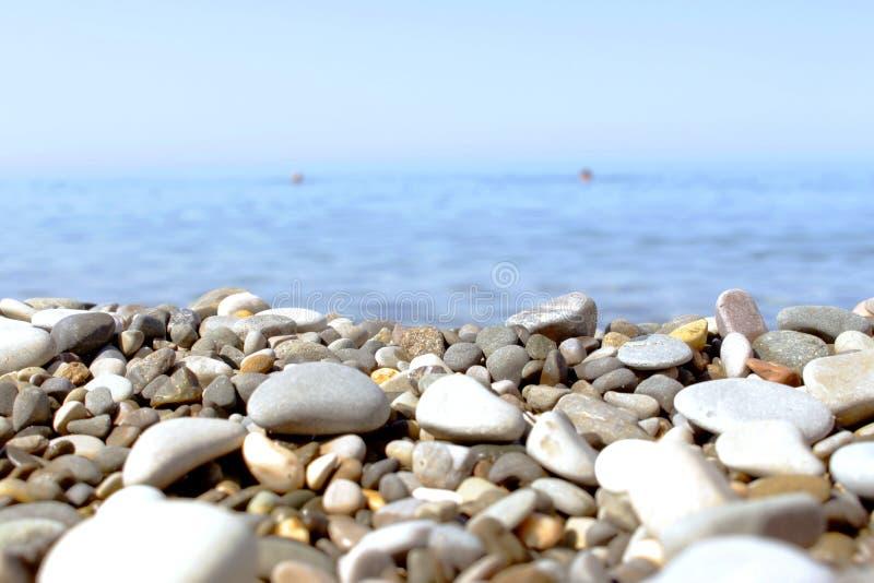 海的Pebble海滩 免版税库存图片