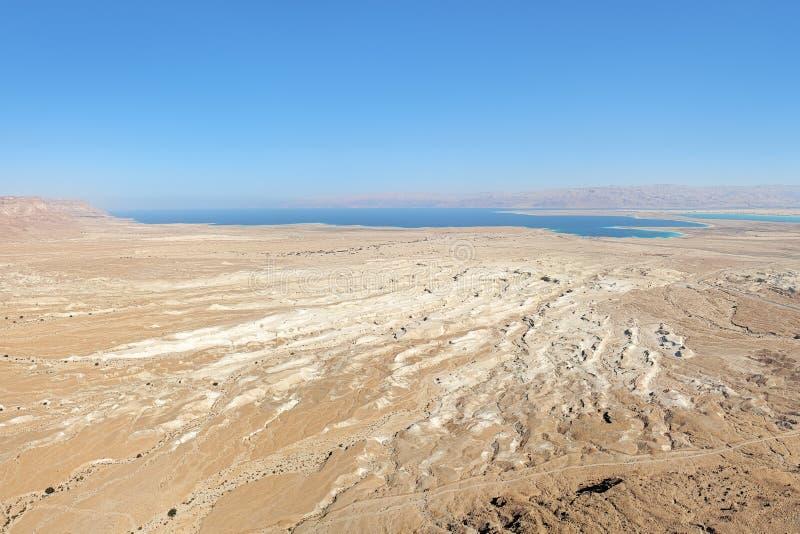 死海看法从马萨达堡垒,以色列的 免版税库存图片