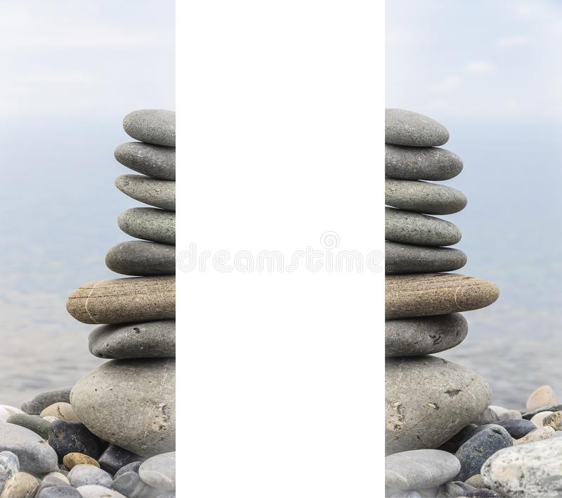 海石头金字塔在海岸的小卵石的 海景 平衡和灵性的概念 免版税库存照片
