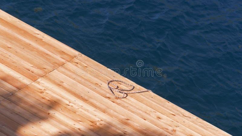 海码头由浅褐色的木头制成 免版税库存照片