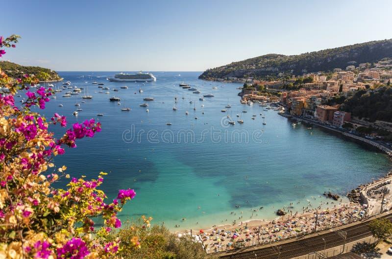 滨海自由城和盖帽Ferrat,彻特d& x27海湾; Azur,法国 免版税库存照片
