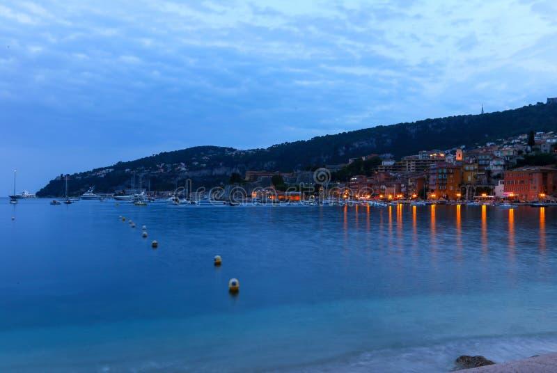 滨海自由城晚上视图在法国海滨 免版税库存照片