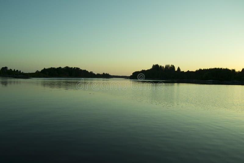 海蓝色天空明白水 库存图片
