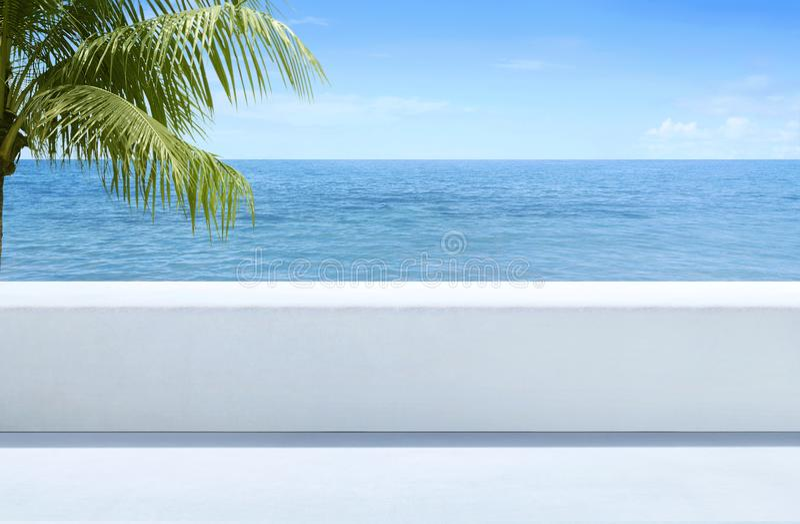 海蓝色美丽的景色从室外大阳台的 免版税库存图片