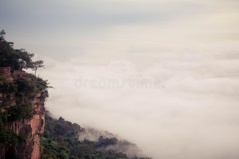 海薄雾在Pha平均观测距离E党的早晨在Si Sa Ket省,泰国 库存图片