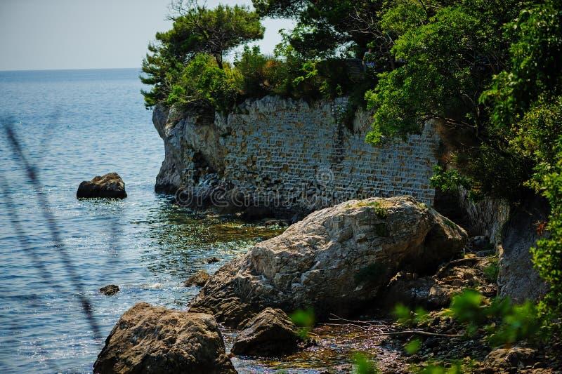 海视图在的里雅斯特,意大利,在Miramare城堡附近 免版税库存图片