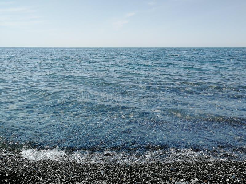 海视图用纯净的清楚的水 免版税图库摄影