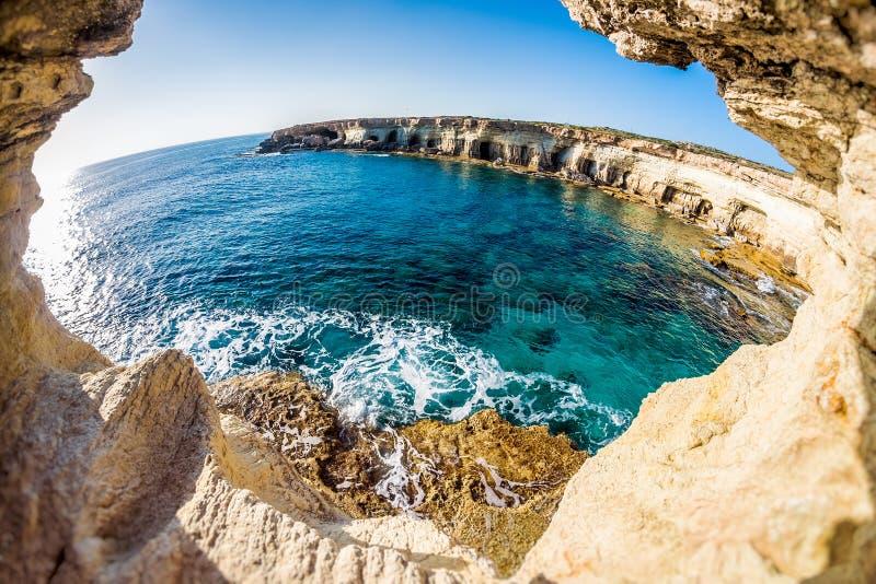海角使greko地中海最近的海运陷下 钓鱼地中海净海运金枪鱼的偏差 塞浦路斯 免版税库存照片