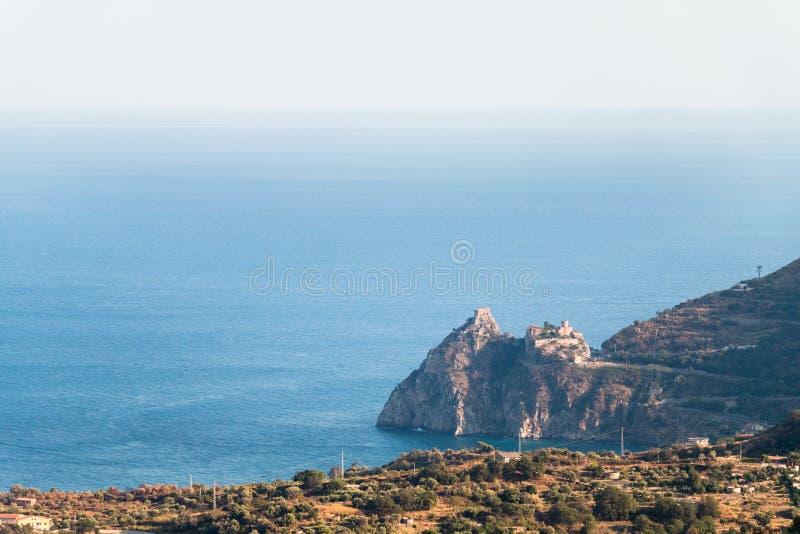 海角Sant'Alessio西西里岛 库存照片