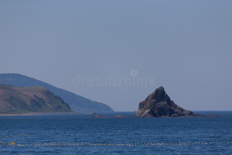 海角Stolbchaty 在Kunashi海岛的西海岸的海角  图库摄影