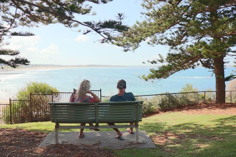 海边夫妇系列-克罗纳拉海滩 免版税图库摄影