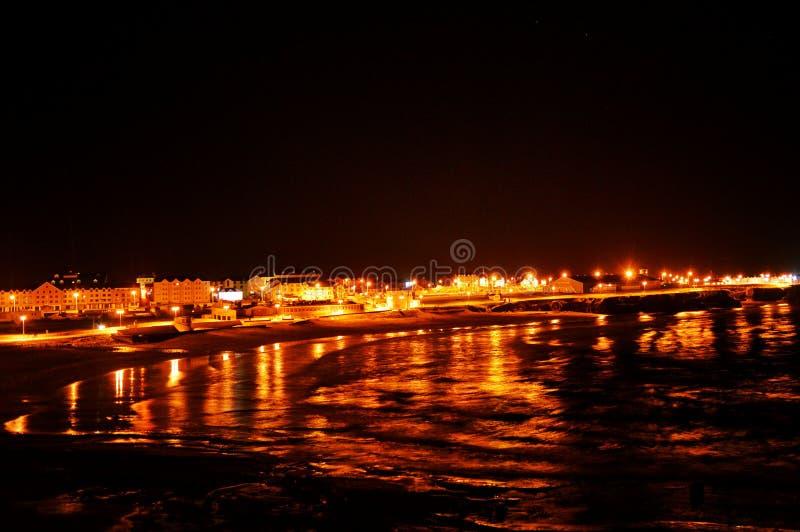 海边海岸在晚上 库存照片